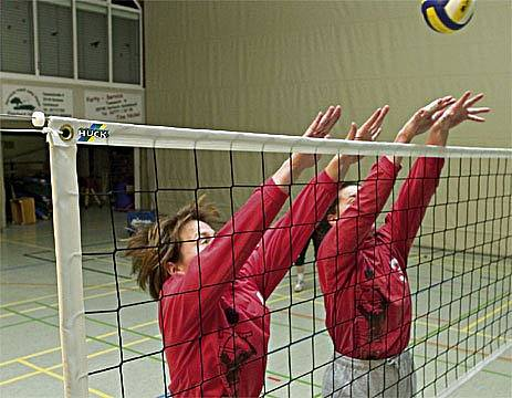 Volleyball-Trainingsnetz Exklusiv, Polypropylen 2,3 mm stark, ringsum eingefasst, 9,50 m lang