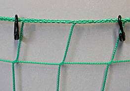 Offene Nylonringe, je Meter 3 Stück am Netz befestigt